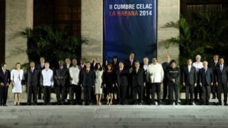Photo-souvenir--DeuxieÌ€me-Sommet-des-Chefs-d'Etat-et-de-Gouvernement-de-la-CommunauteÌ--des-Etats-Latino-AmeÌ-ri