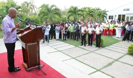 Photo 2 Martelly et les acteurs