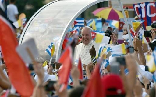 Image Pape Francois sur la Place de la Revolution