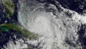 L'ouragan Joaquin s'éloigne des côtes américaines, menacées par des inondations