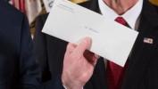"""Trump évoque la """"magnifique lettre"""" laissée par Obama"""