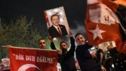 Turquie: les partisans d'Erdogan à la fête, malgré un résultat étriqué