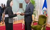 Diplomatie : Le nouvel ambassadeur américain Michèle Sison présente ses lettres de créances au Président Jovenel Moïse