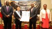 L'ambassadeur de Taiwan en Haiti Hu Cheng Hao décoré par le Président Jovenel Moise